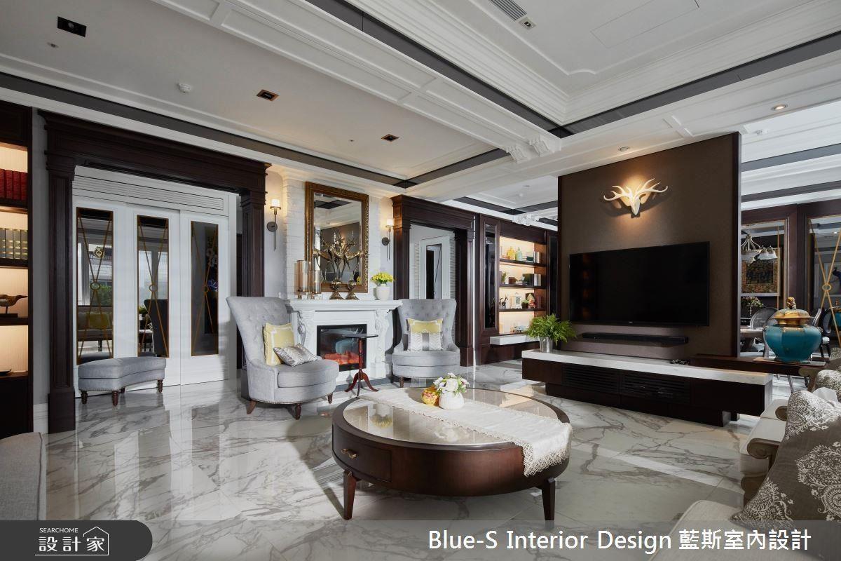 用古典線板和進口雕刻白地磚,打造出高雅的客廳。