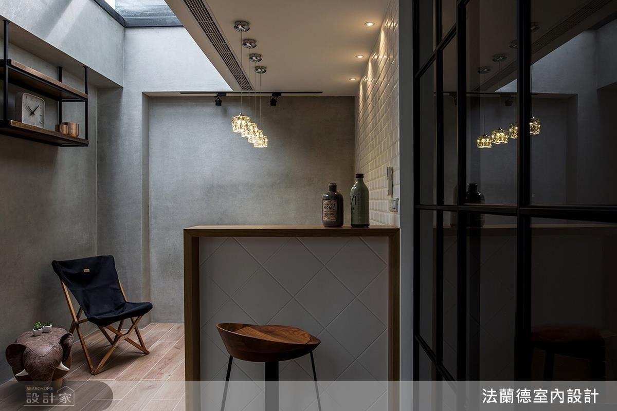 三樓位於兩間客房中間的小酒吧區,成為閒情逸致的休憩聚會空間。