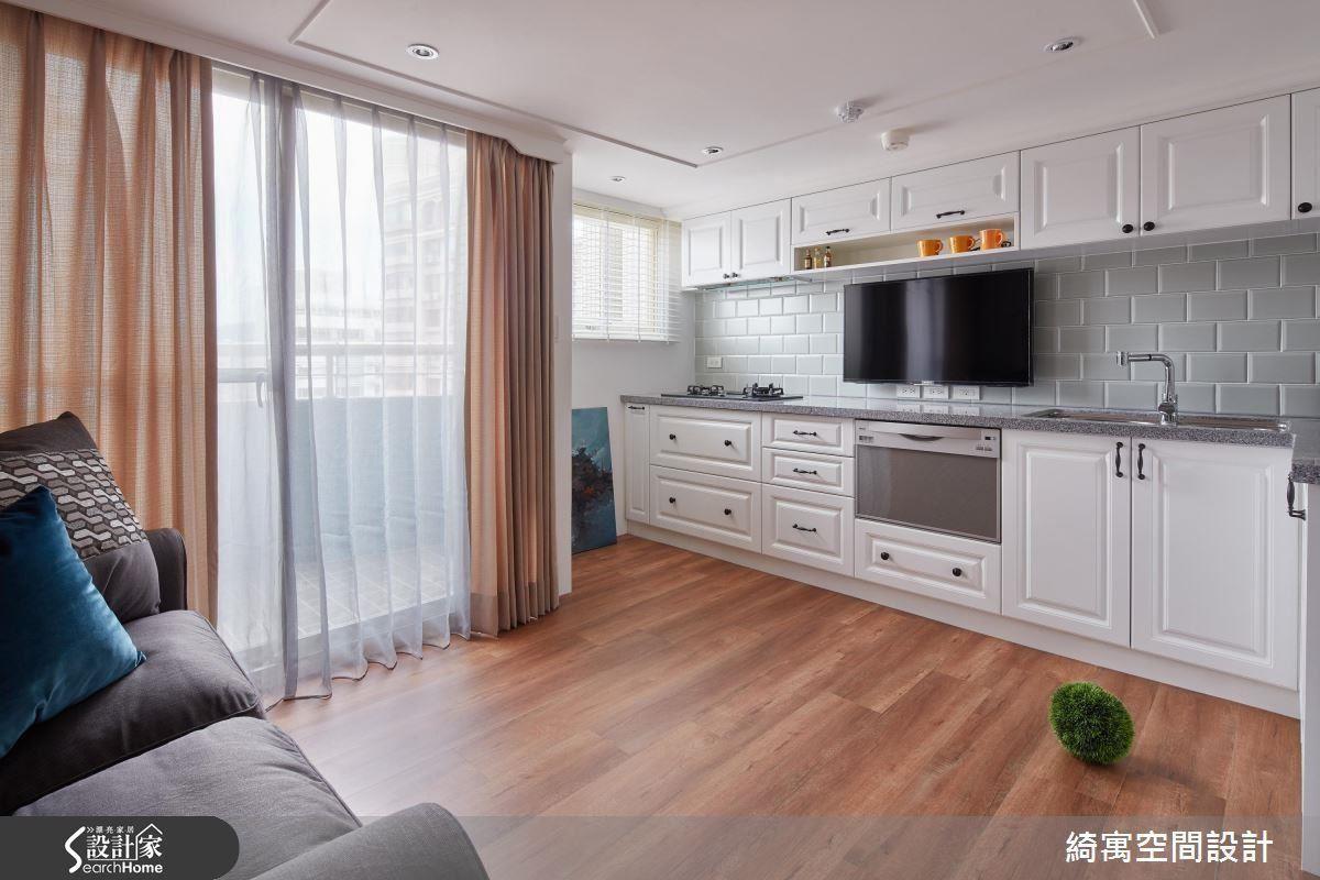把沿窗空間的優質採光同時保留給完美結合廚房與客廳,就算套房也能享有完整的休憩、烹飪與儲物機能。
