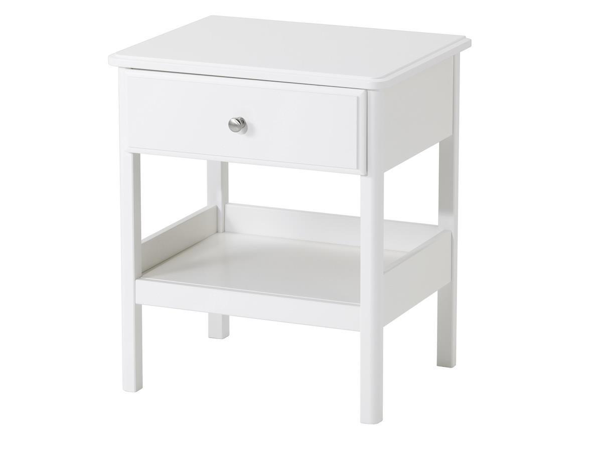 TYSSEDAL床邊桌除了抽屜的收納空間,底部有的層架也可放置物品,且方便拿取。 圖片提供_IKEA