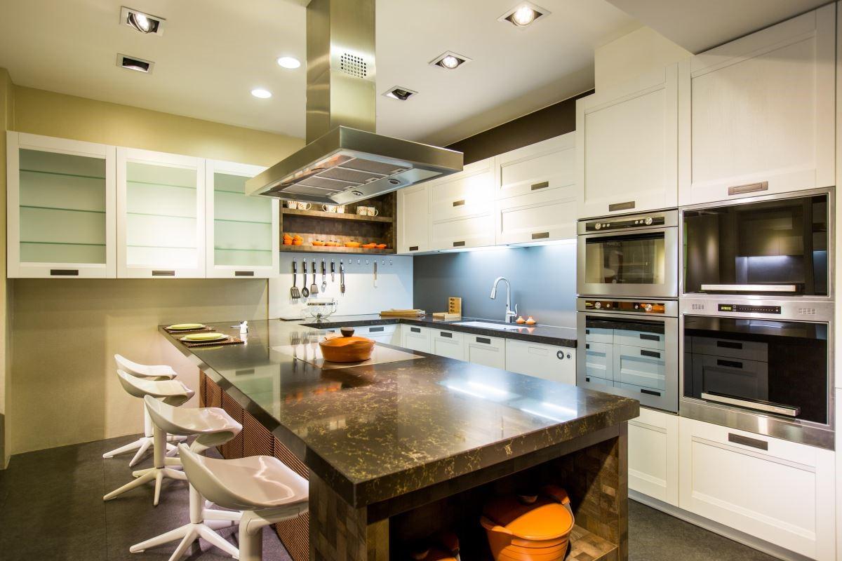 雅登廚飾的廚具門板,有不同材質、色彩、觸感與風格的多樣化選擇,讓廚房設計有更多可能性。品牌:雅登廚飾天母店