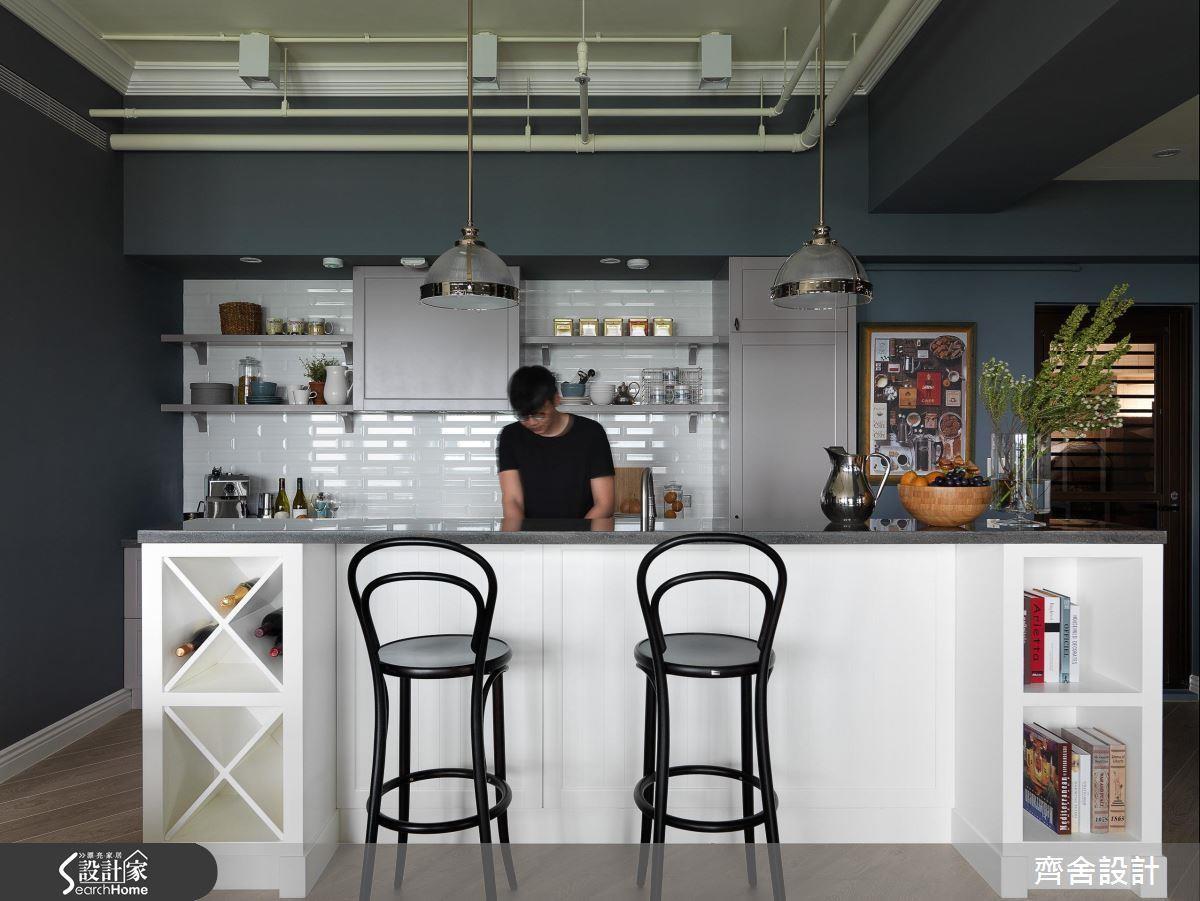 廚房中島結合吧檯的設計,具有料理、用餐、小酌的機能性,檯面下方還可以做為電器櫃或是酒、書籍的收納用途,相當實用!