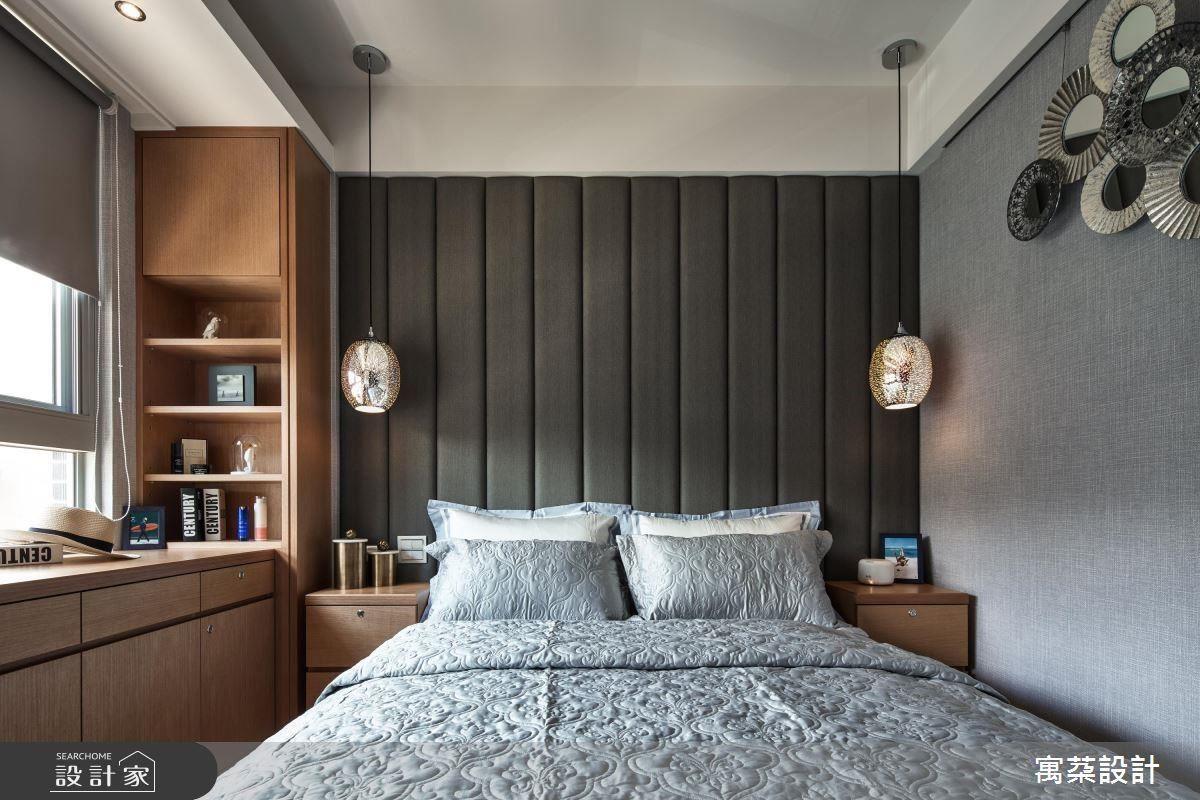 臥房以灰階色彩搭配木製櫃體,並選用進口毛呢格紋的壁布,將舒適卻時尚的氛圍表露無遺。