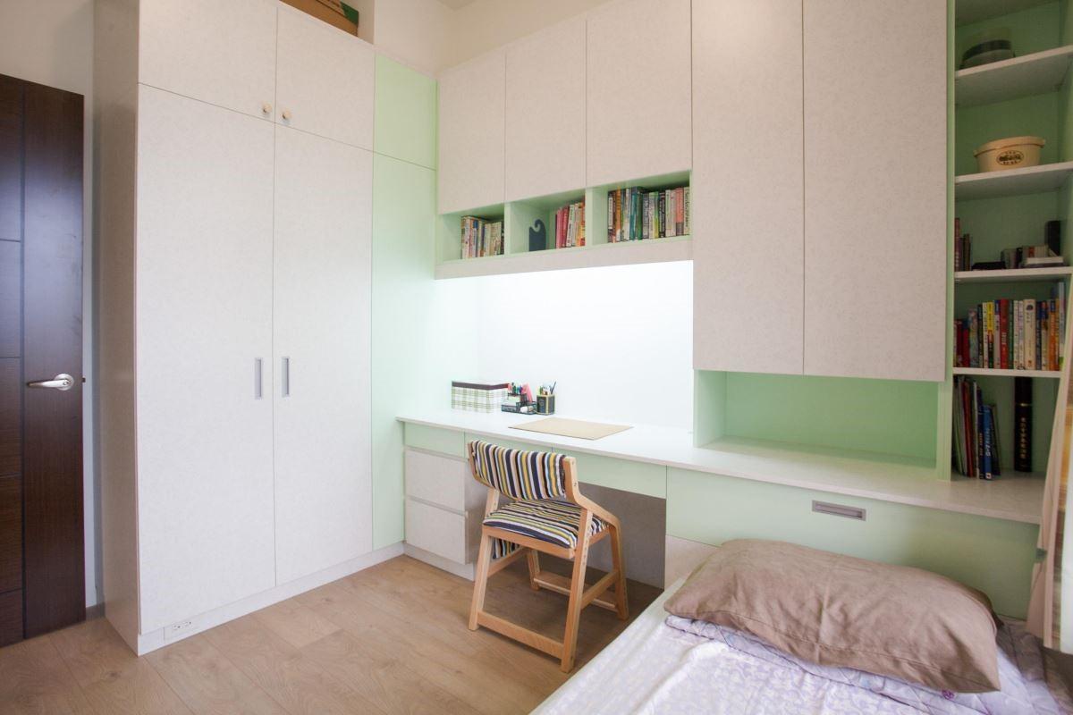床頭連結書架,貼心的閱讀設計。