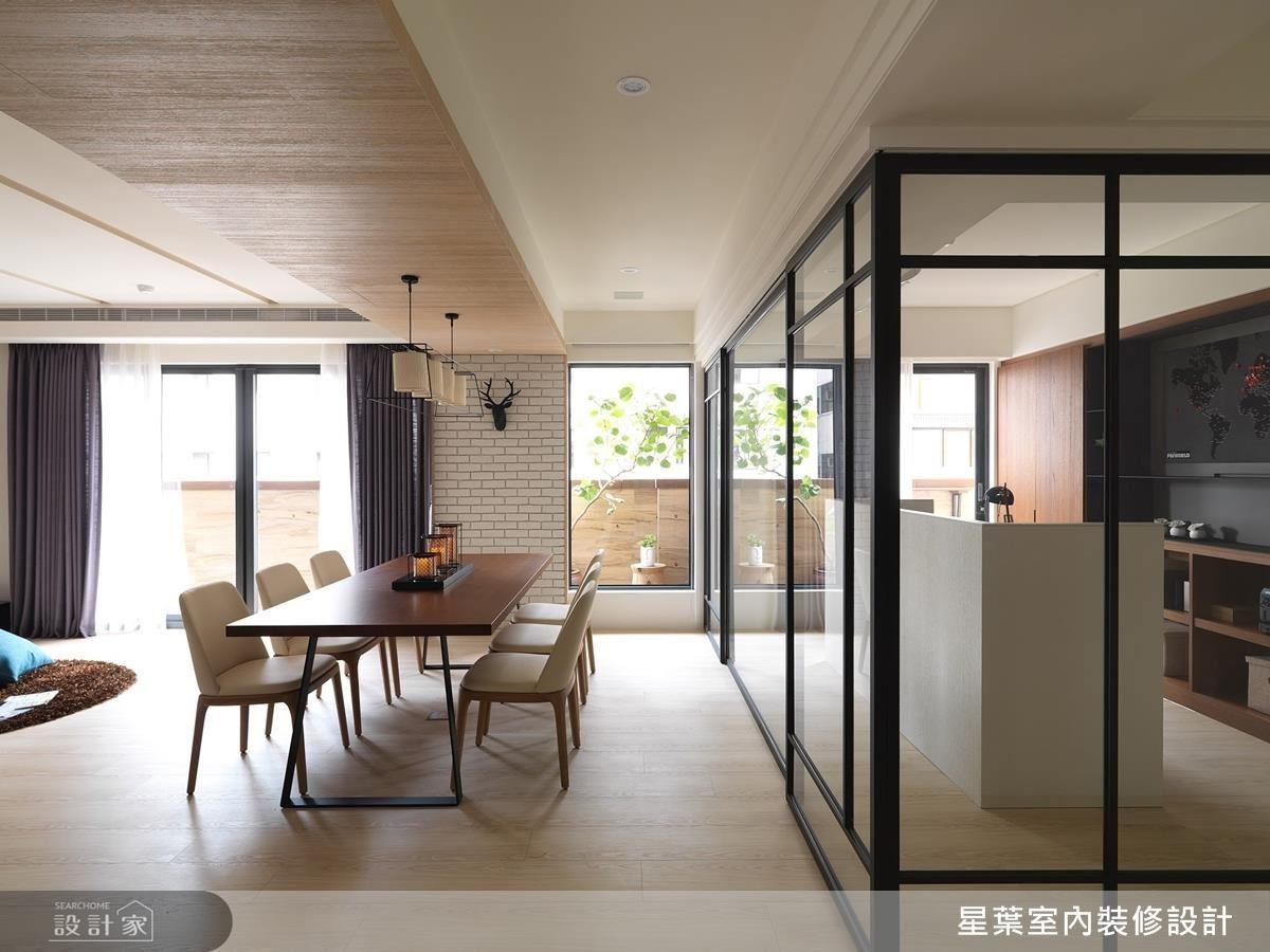 利用鐵件玻璃拉門,可以適當擴充公領域坪數,也可成為獨立空間。