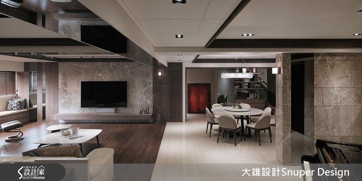 像是壁面以幾何切割的大理石貼附,天花板收樑處則點綴時尚滿分的灰鏡,卻搭配圓形語彙的餐桌,將傳統家庭的用餐習慣和摩登現代的空間相互交織。