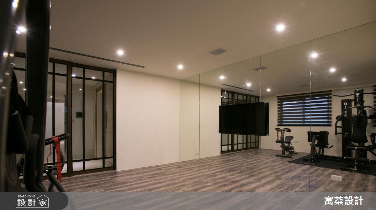 獨棟建築可以留下頂樓空間,可以安排佛堂及健身房兩種機能,維持空間的實用性,也顧及兩種空間的特性。