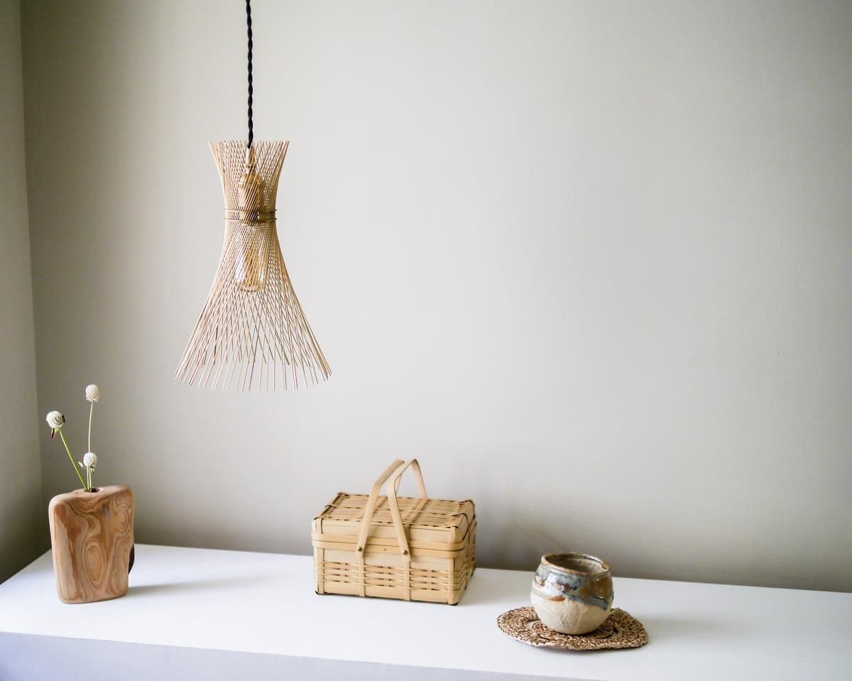 Kamaro'an的作品旋草燈,與花蓮、台東藝術家的創作作品。