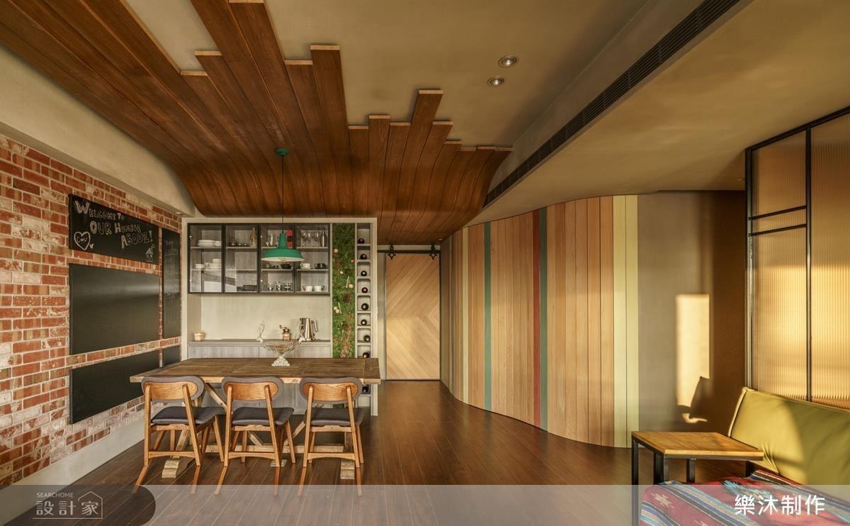 公共區域以木質感與中性色調的作為基底,其特性能夠多面的包容各種色彩。天花以木條造型,與底板呼應,有延伸空間的作用。