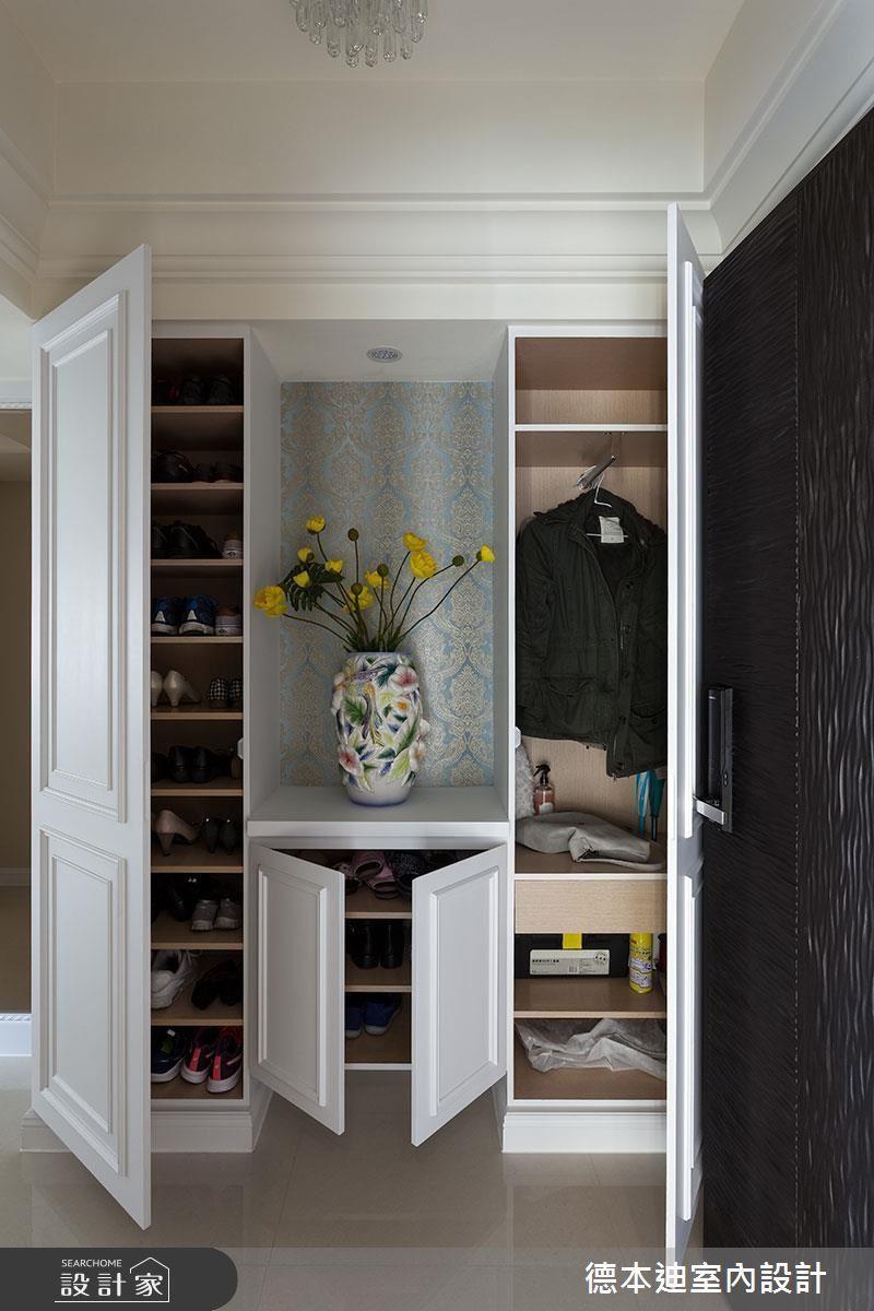 玄關櫃收納的規劃,順手、好收是最重要的!建議按照「常用度」、「收納容易度」,依序安排各項物品的收納位置。