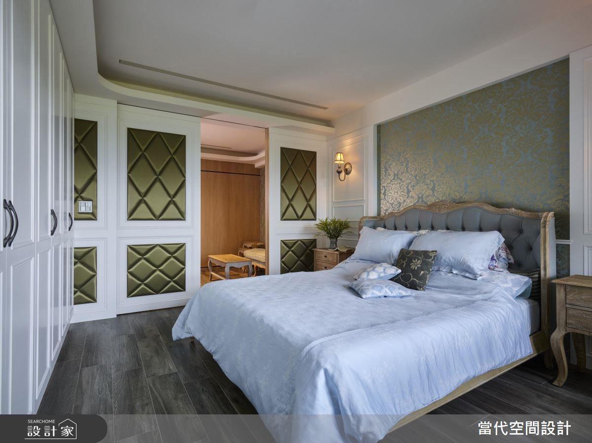 進入主臥室後,以色系和材質的轉換,呈現不同空間調性。