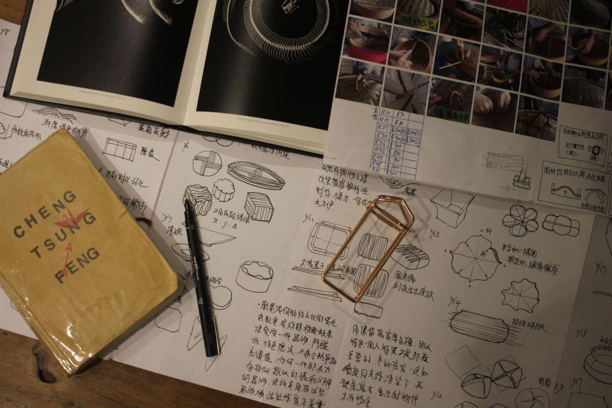 花上比一般設計師還多的時間在制定產品的生產程序,並找到最聰明的手工製作方式,才能為傳統老舊找到突破點。