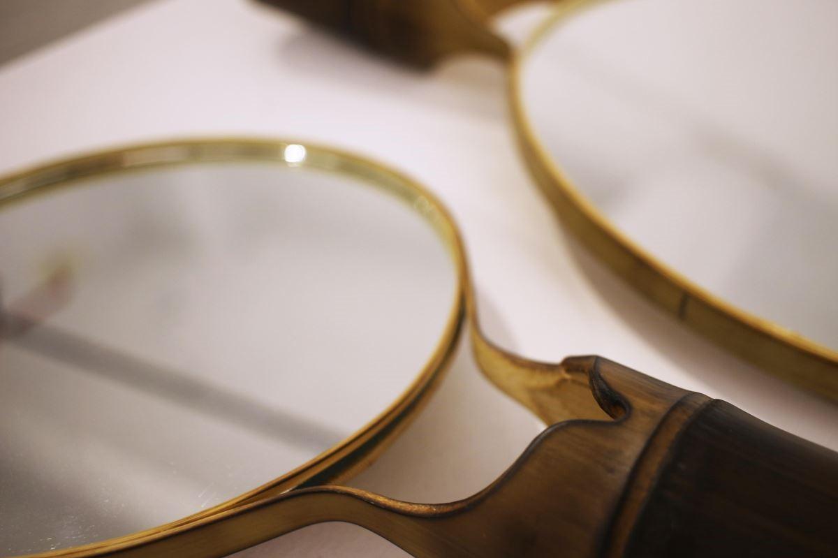 命名為「圓」的鏡子,運用了竹椅的包管工法。