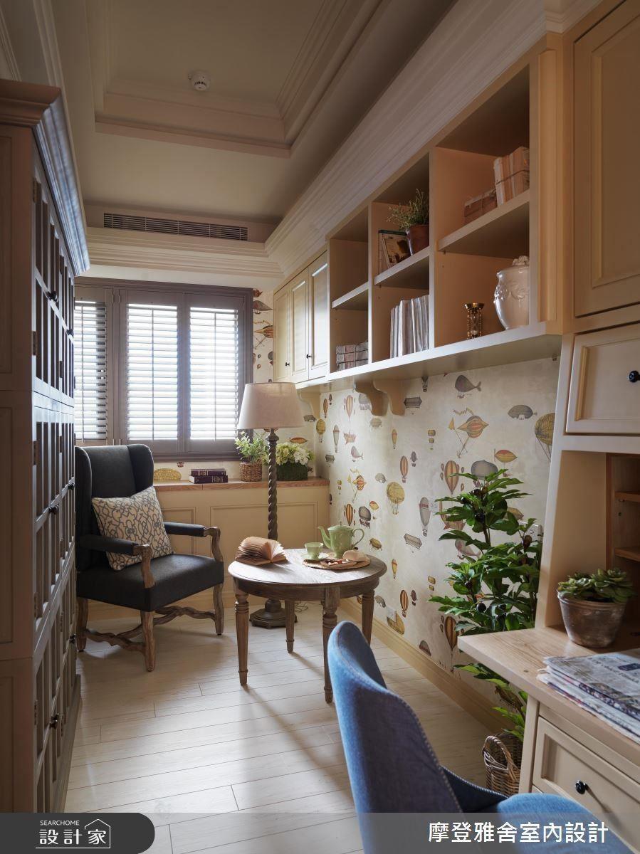 書房中置入熱氣球圖騰壁紙,營造旅行的氛圍。