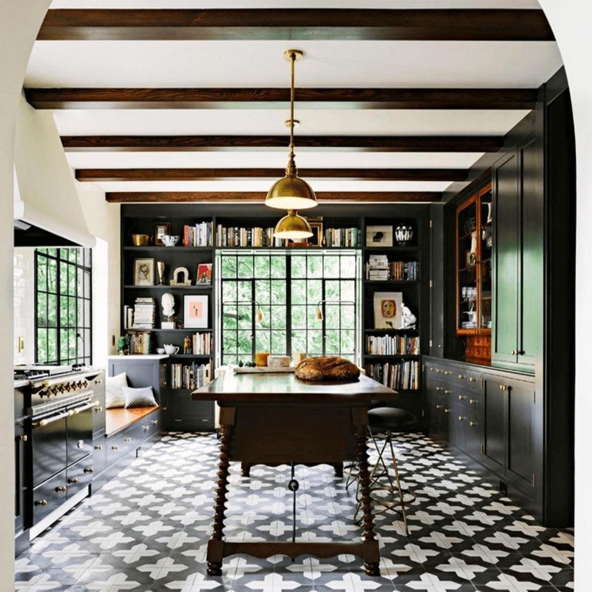 點選看多達 31 款黑色廚房>>