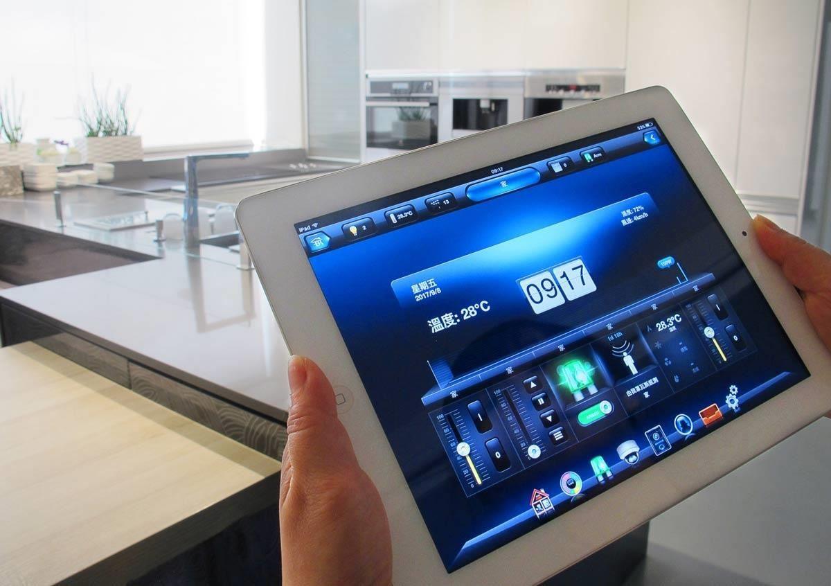 雅登廚飾透過異業結合,採用歐洲波蘭大廠 FIBARO 無線智慧家庭系統,運用於《智聯家居生活》,讓廚房的使用,因科技而變得更聰明且人性化。