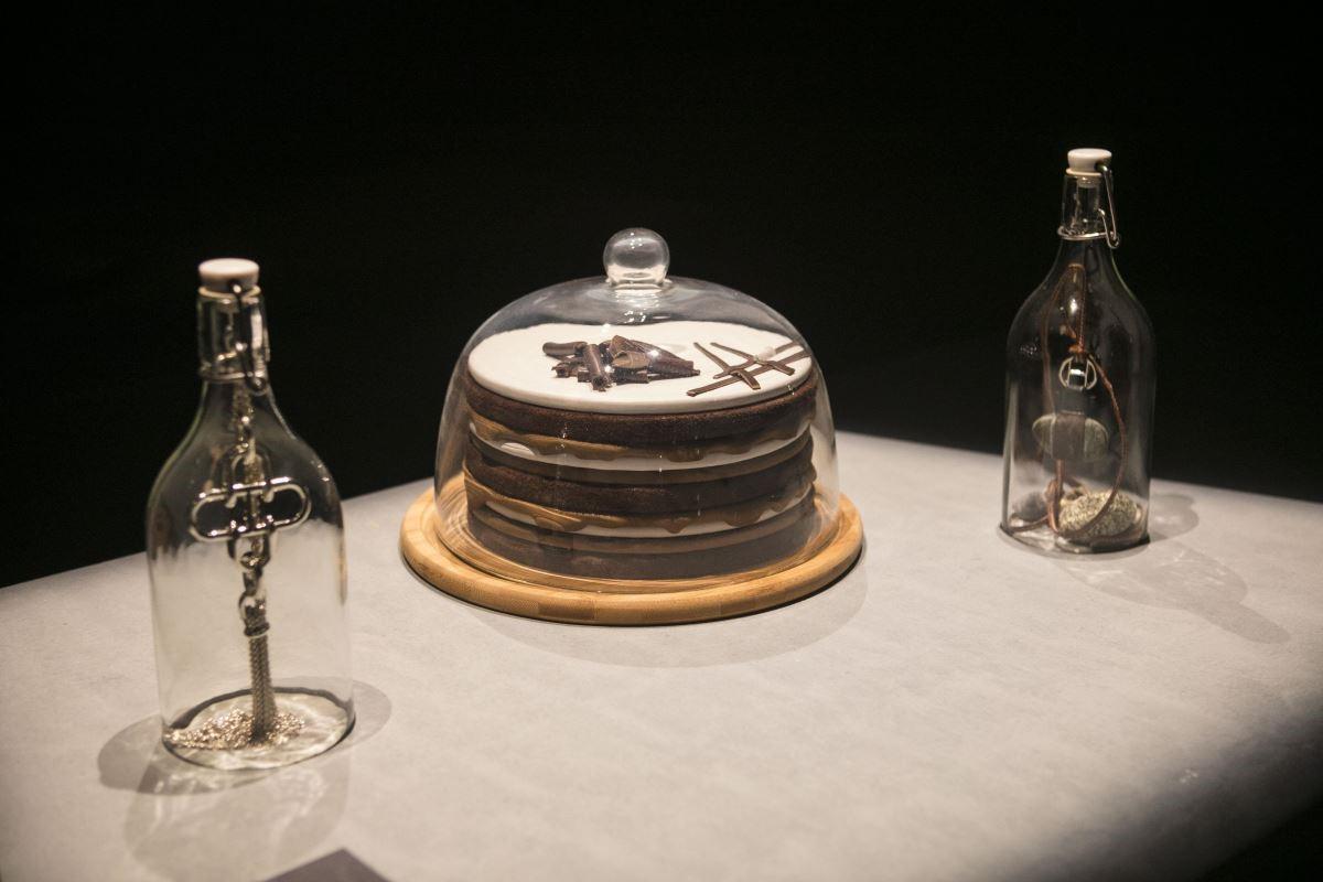 愛馬仕的產品在咖啡館中安靜陳列,具有神秘魅力。(攝影_Mark Lee)
