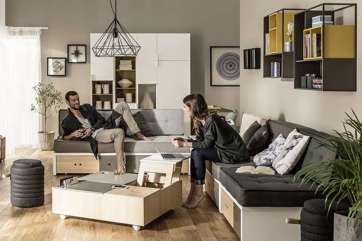 VOX 旗下的全系列都使用來自歐洲的優質用材,這款新品 CUSTOM 系列完美詮釋紓壓家具,其咖啡桌(茶几)設計含有多項貼心機能,桌面下的活動輪讓單品家具擁有便利的移動性。