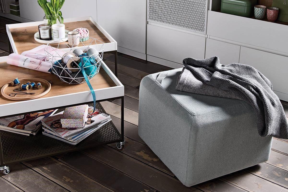 設計師專為精美空間打造 MUTO 系列,此系列的咖啡桌(茶几)與厚墊椅凳擁有靈活輕巧特性,椅凳坐面上的織帶為移動時帶來方便,小朋友也拿得動呢!
