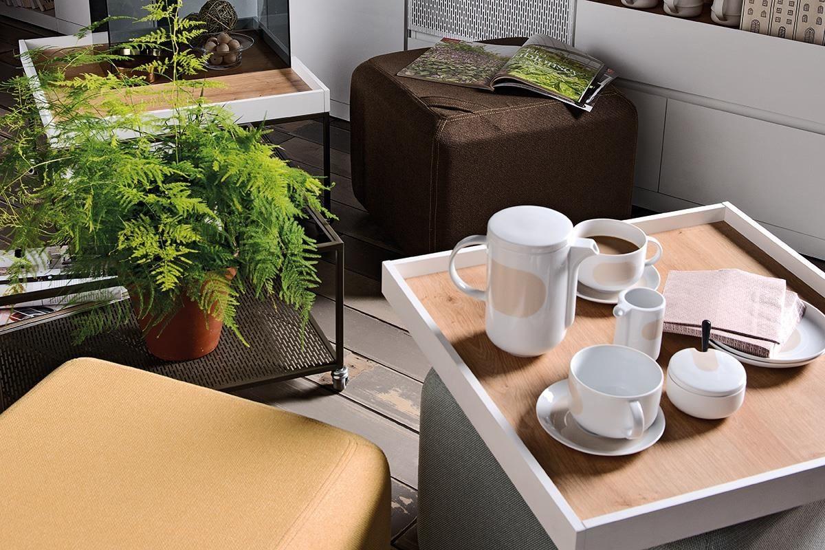 MUTO 系列咖啡桌(茶几)上方桌面盒可取出做為托盤,靈活度極高,移動到餐桌、書桌甚至是床上皆方便,隨處享用愜意的午茶時光。