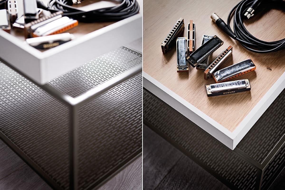 MUTO系列 咖啡桌(茶几)底部選用深色金屬異材質搭配,加上跳色的桌面盒,細緻設計隨意擺設都有型。