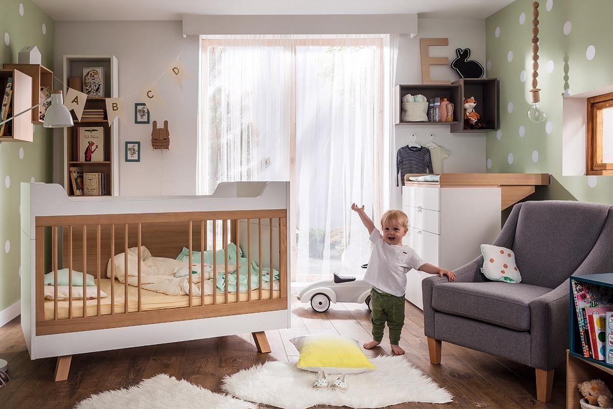 4 YOU 系列這款精緻的嬰兒床,是相當經典的幼兒成長型家具,其床底板高度可視寶貝身高做三段式調整,此為最低高度(最低高度時側邊柵欄可取下,慢慢訓練寶貝自行上床睡覺)。