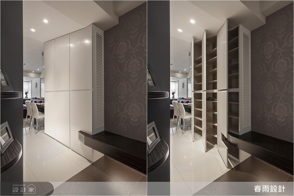 在小空間內也能規畫出玄關動線,除了加入穿鞋椅,更配置美耐板鞋櫃,側邊做出百葉通風口,美觀、實用且落落大方。