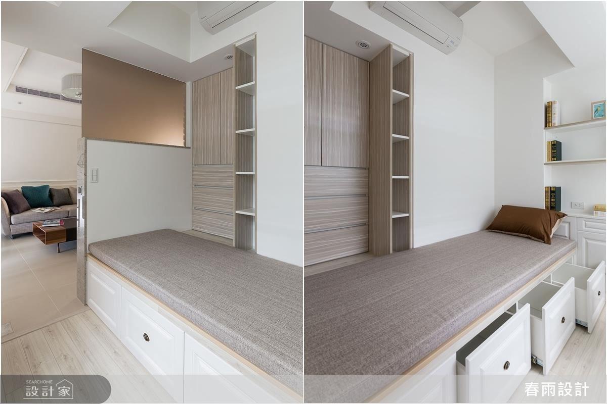 書房內結合臥榻主題,除了榻席下方的抽屜收納,牆面也配置了大小不等的置物空間。