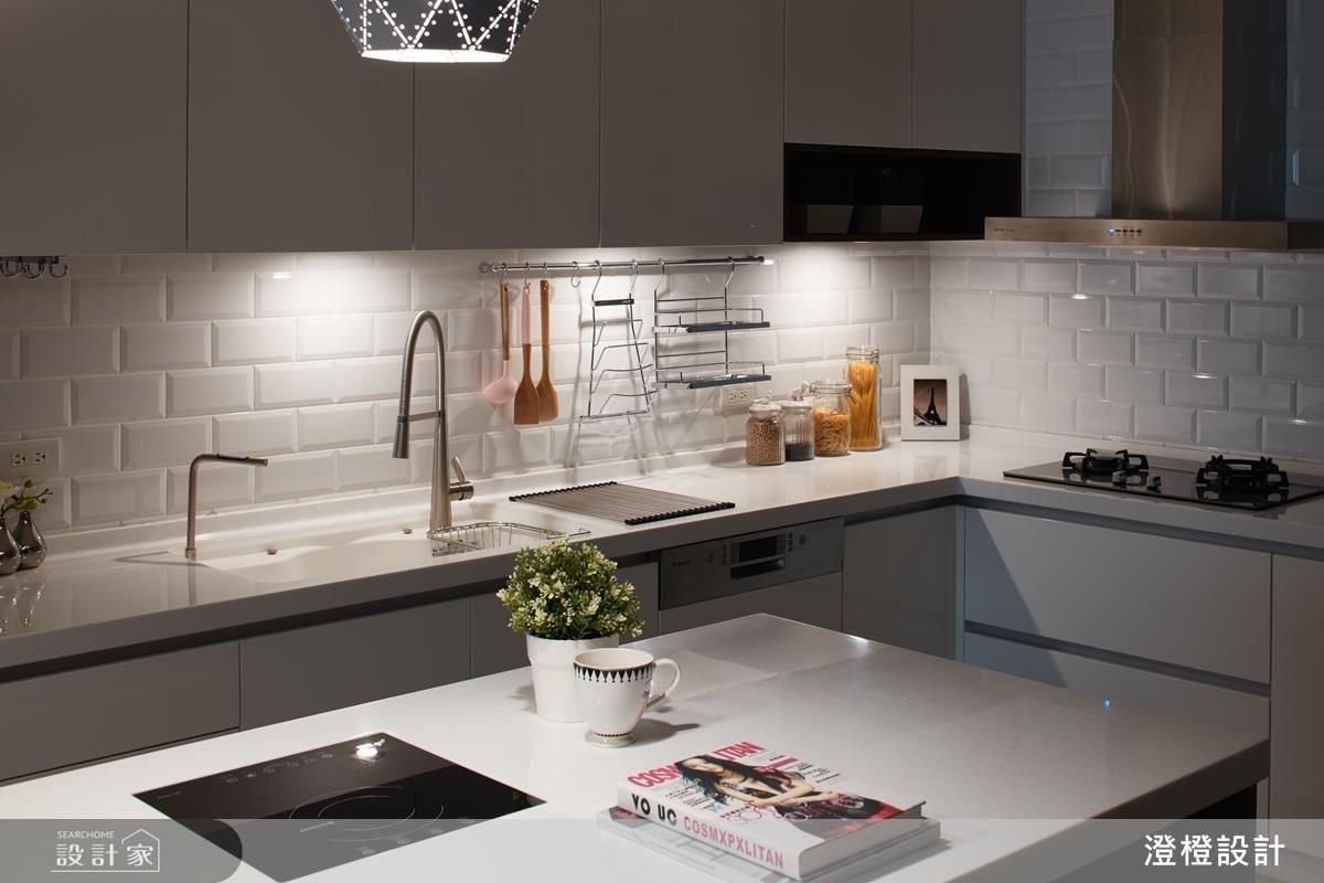 善用防水性佳的磁磚重新鋪貼,不僅增加廚房、衛浴的美觀性,讓壁癌復發的機率大大減低。