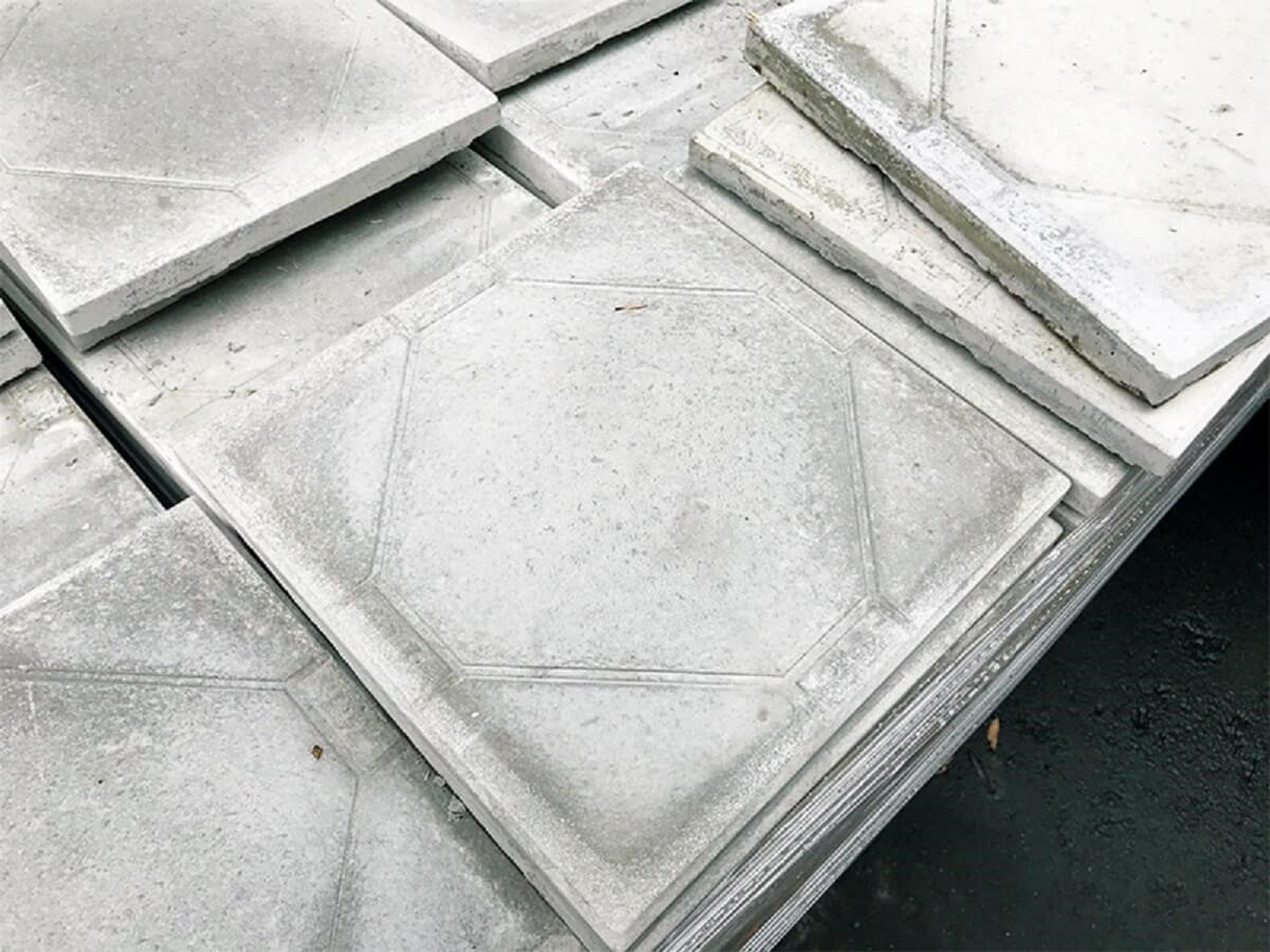 若時常會在屋頂活動,塗上隔熱漆後,建議再加上隔熱磚,雙重保護避免隔熱漆磨損。 圖片提供_今硯室內裝修設計工程‧張主任