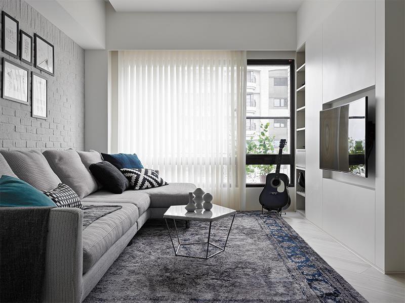 在空間配置上,文化石經常作為電視主牆、餐廳壁面或玄關裝飾等,但占整體空間的比例不能過高,較適合局部點綴。圖片提供_KC Design Studio