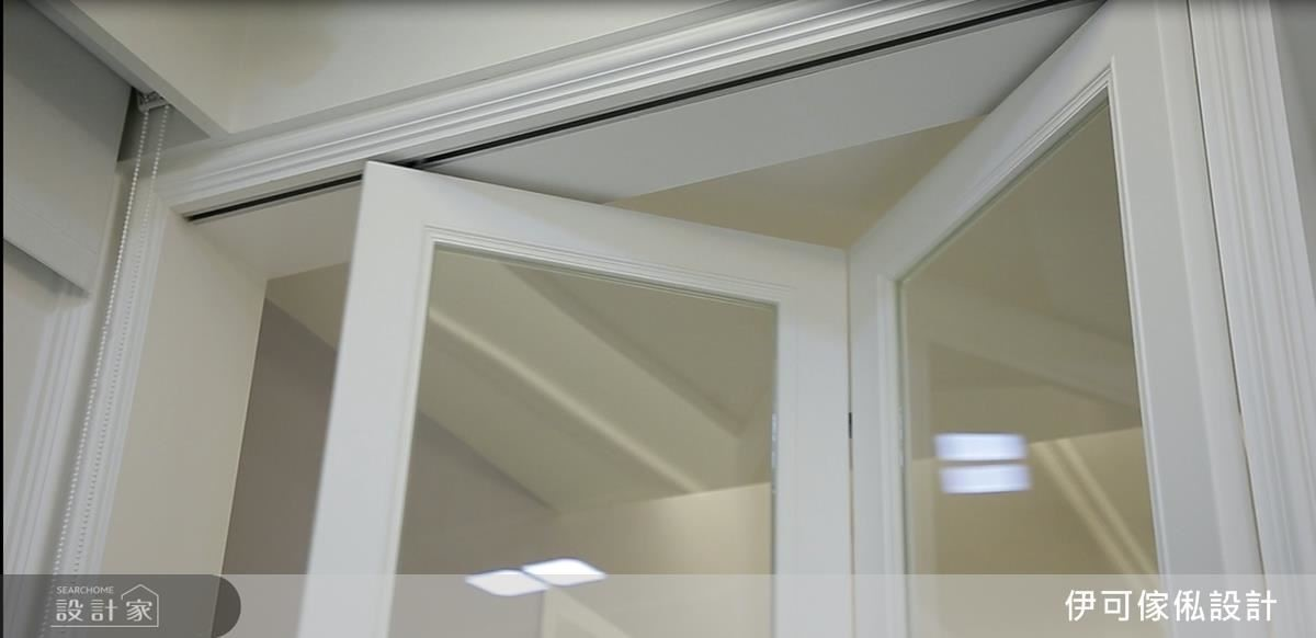 摺門運用木作與五金的結合,除了身兼美觀效果,更達到完整的冷房效應。