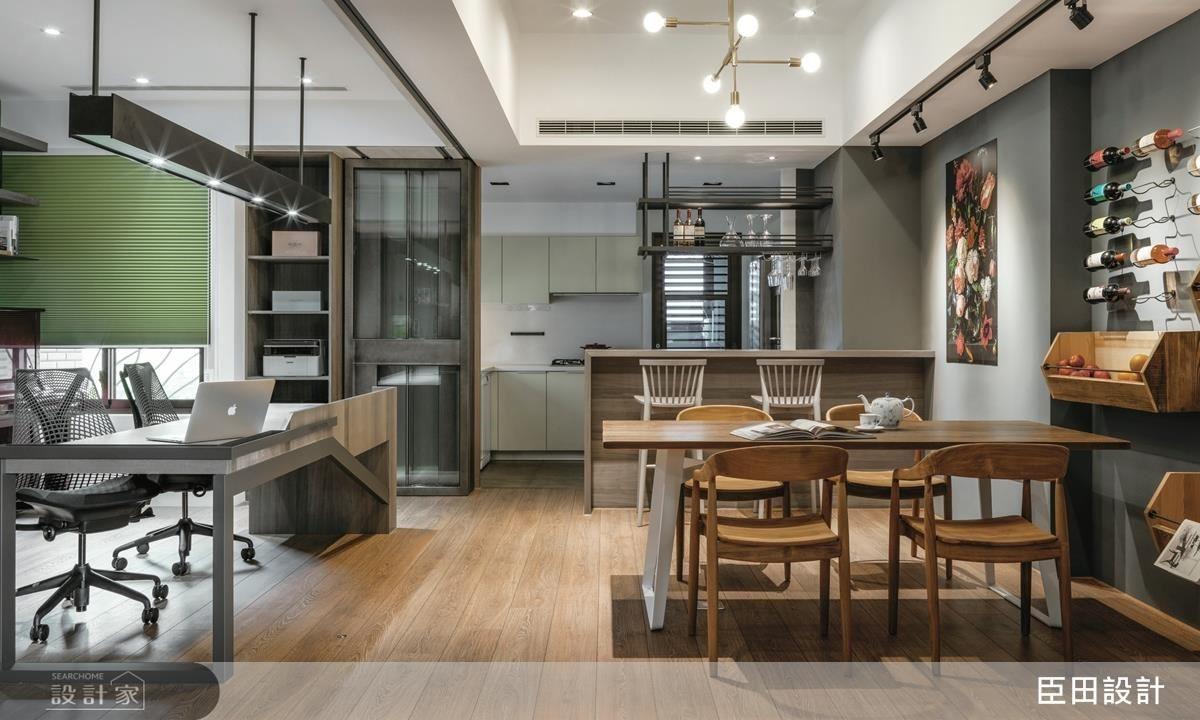 開放式餐廳和半開放式工作書房,架構出靈活運用的空間需求,整個家都可以是工作時刻的大平台。