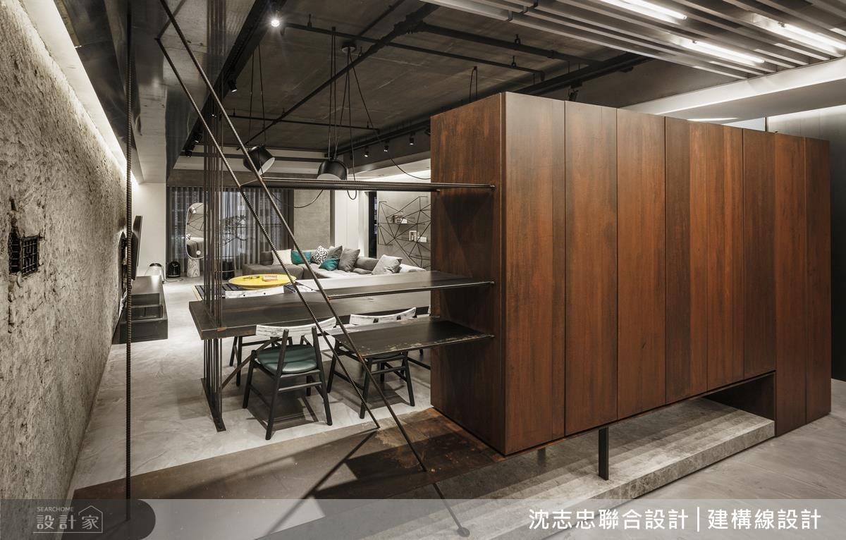 具有穿透性的線性鋼筋,搭配漂浮櫃體設計,為入門玄關帶來不同層次的視覺律動。
