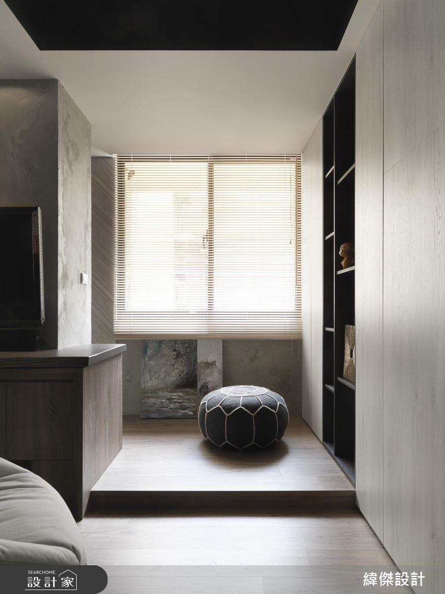 將空間打開,使光線在百葉窗的引領下,讓休憩區兼遊戲區顯得更為舒適。