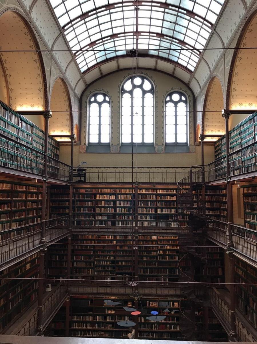阿姆斯特丹國家博物館的修復工程中,天花板特別仿照原建築的色澤與線條,展現用色的精緻與用心。