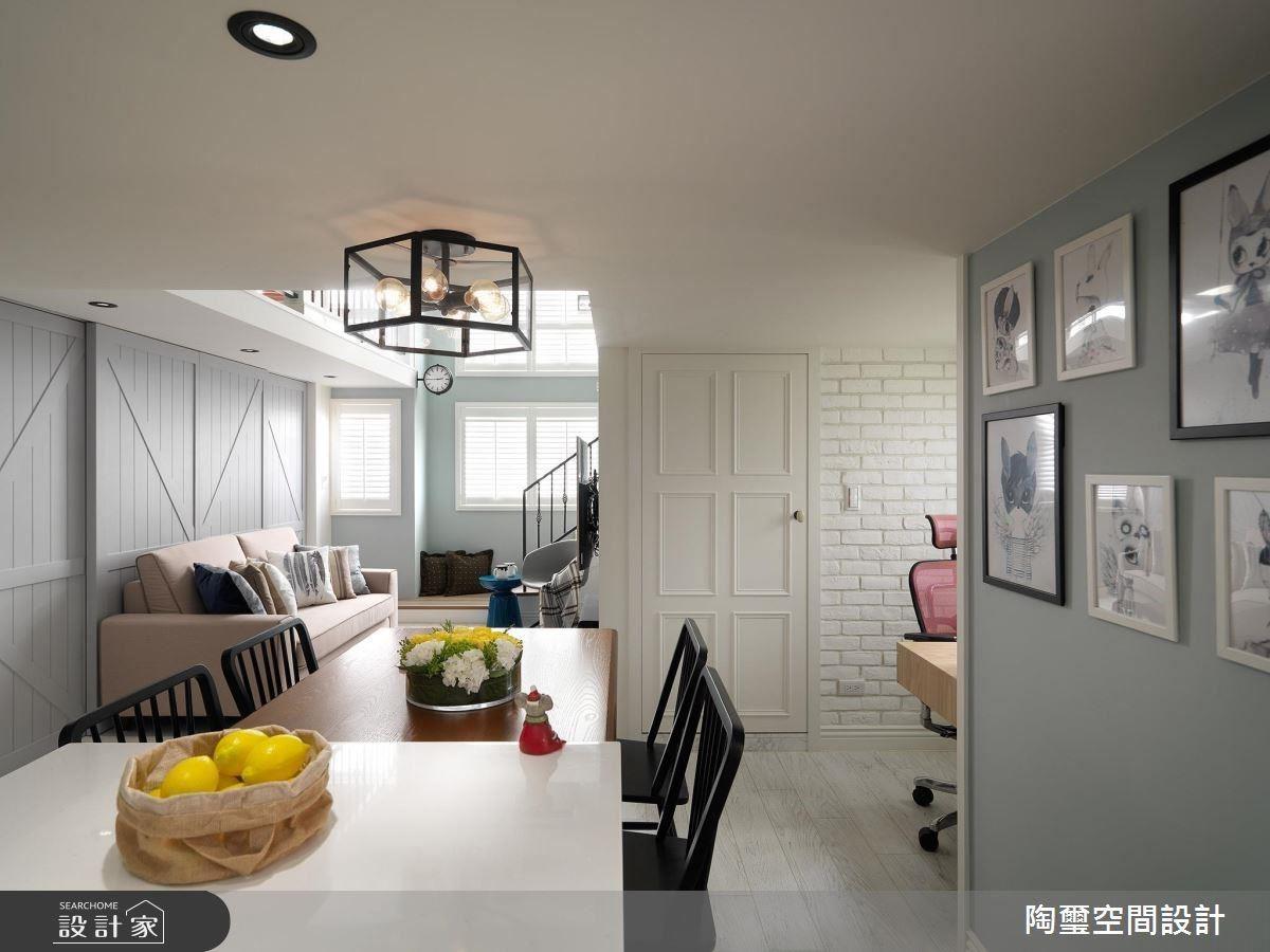 用餐區利用中島結合餐桌設計,可以為女主人增加料理、備菜時的使用彈性。
