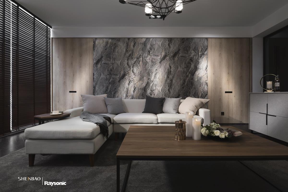 電視牆以灰網石紋的大理石鋪陳,俐落且時尚感的紋理特色,營造出壯闊的風格氣度。