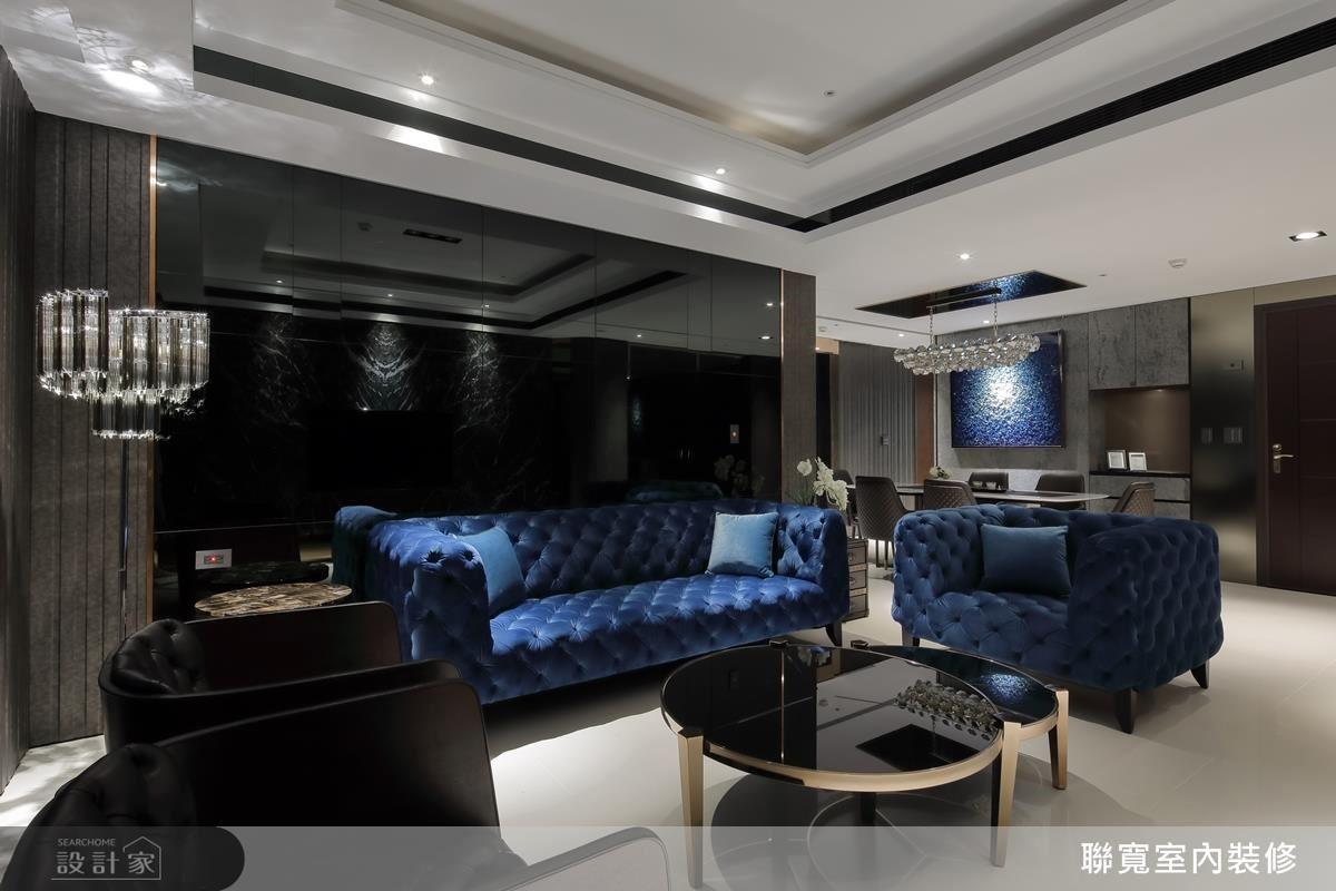 大面質感黑鏡鋪陳,搭配亮眼家飾,為空間引入奢華氣勢感。