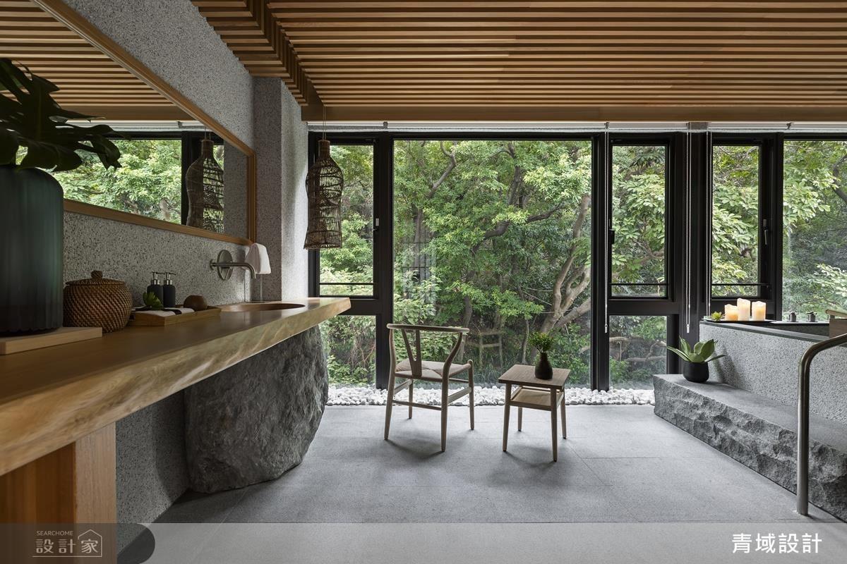實木檯面結合原石洗手缽,為湯屋增添別有一番日式風味。
