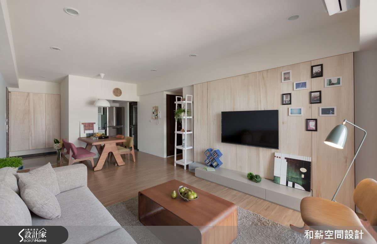 本案採用有情門木製家具與布織沙發,達成日系風格簡約不失質感的概念。看完整無印風格 >> 點此看圖庫