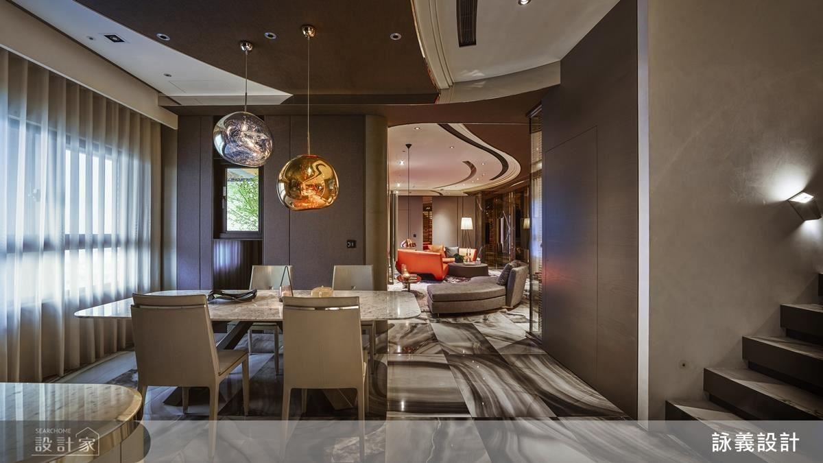 設計師創作出大弧線包圍客廳,是空間的界定,也是風格上的定義。取材自新古典靈感,使用新材料譜出空間旋律,運用家具的擺放,規劃家人間的互動模式,利用動線思維創造多元空間。