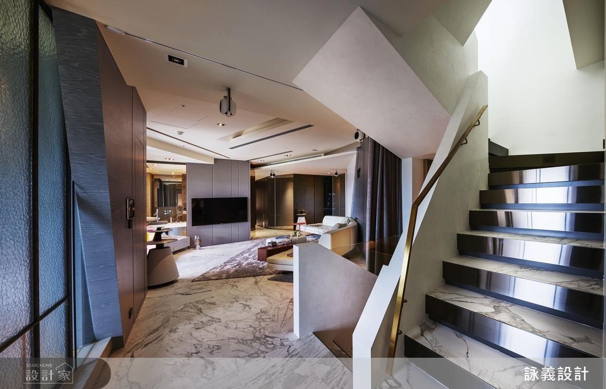 走進私領域,設計師運用客廳作為緩衝,讓家人的互動不停留,利用折線幻化現在氣息,也顯得輕盈。