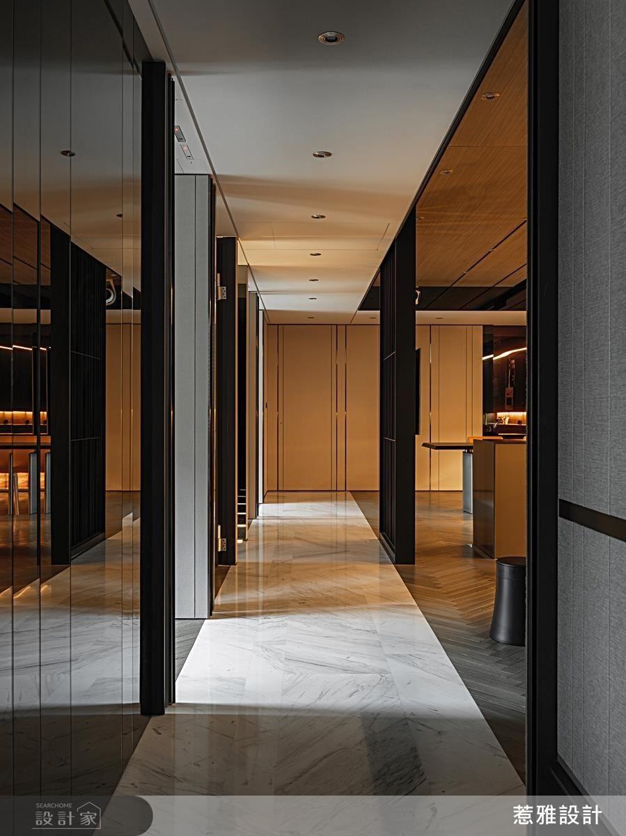 廊道上以延續性地坪石材將各個空間彼此串聯。