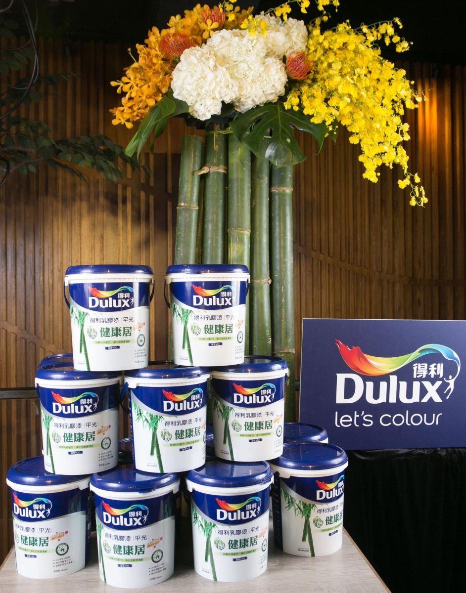 台灣得利塗料旗下熱銷產品「得利竹炭健康居抗甲醛乳膠漆」,以獨家先進技術將天然竹炭原料轉換為奈米白竹炭,可健康除醛達 95% 以上