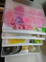 烘焙用的餅乾、小蛋糕模型,可分層收納。圖片提供_Maureen DIY