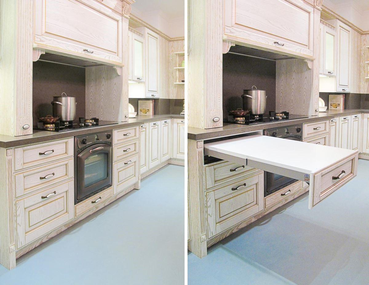 料理區的抽屜與伸縮備餐檯結合,即使空間狹小,也能應用自如。