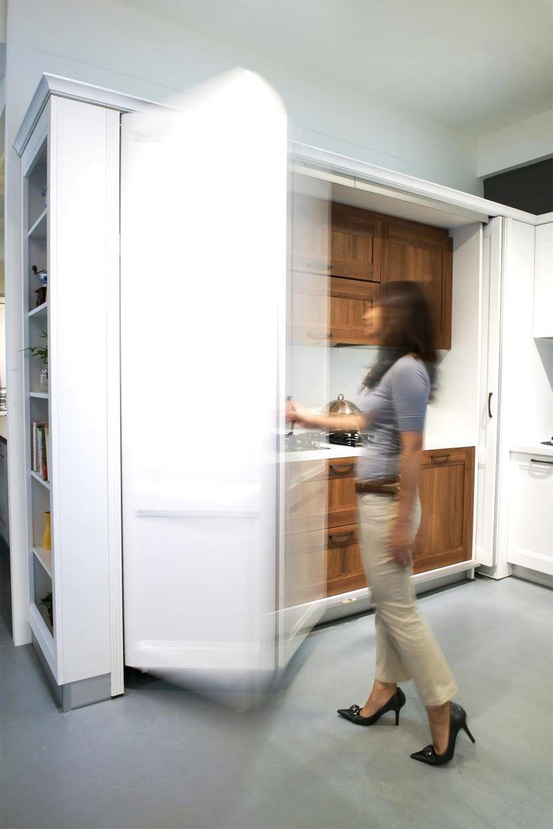 可收納的折疊式門片,讓廚具配備隱藏於無形。