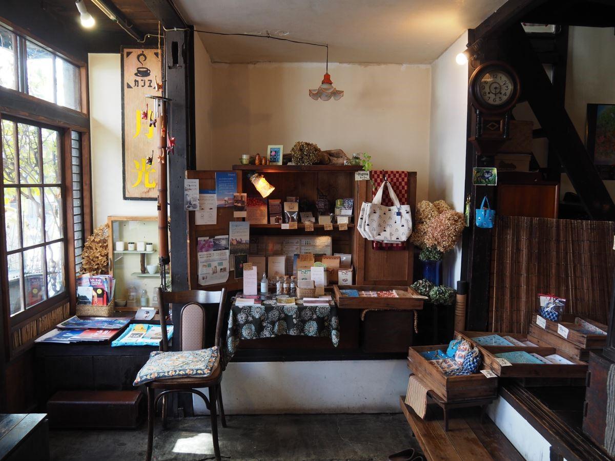 在角落裝飾上乾燥繡球花,為店內的日式雜貨烘托濃濃日式氣息。