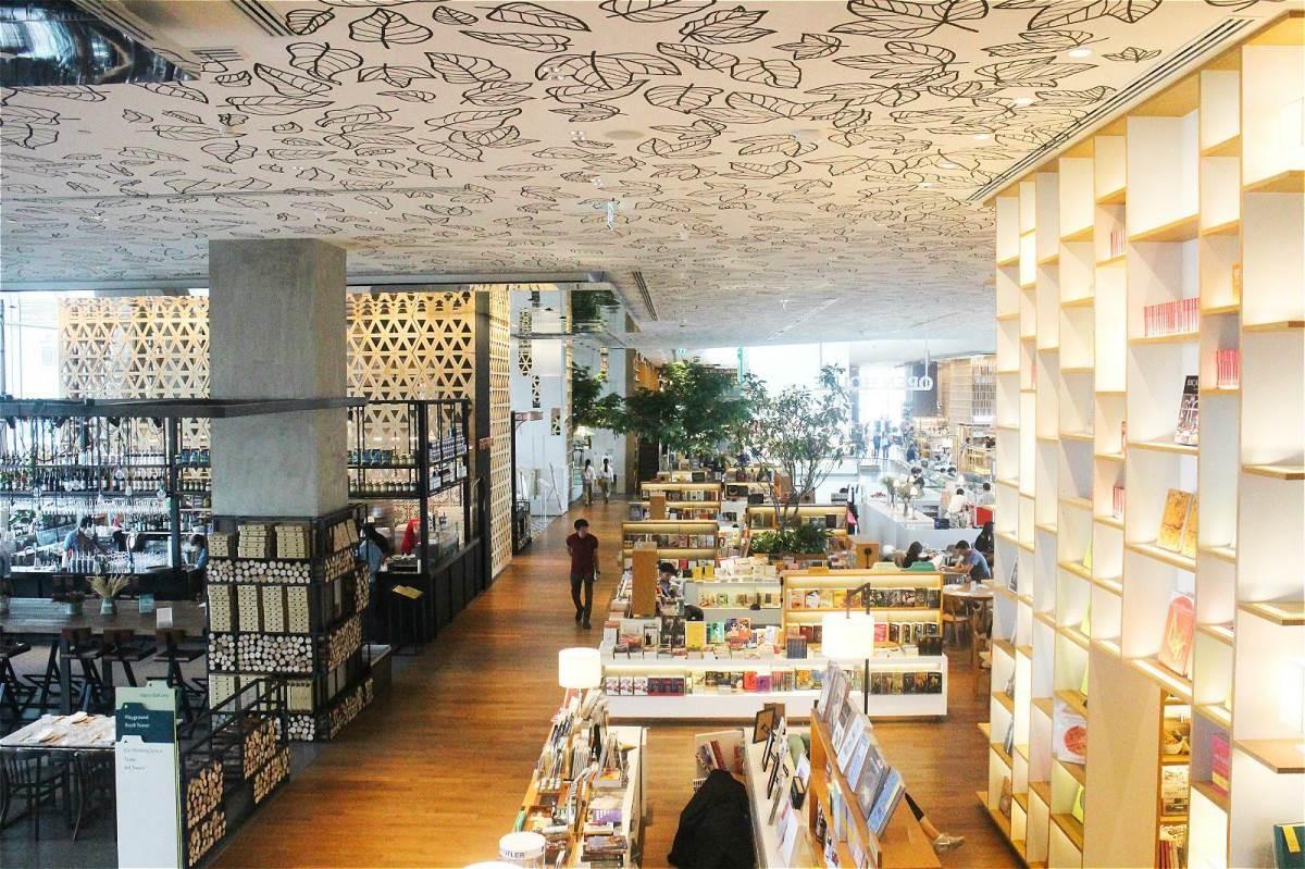 Open House的店中店運用木頭製成的鏤空格柵區隔,既開放又有隱私。